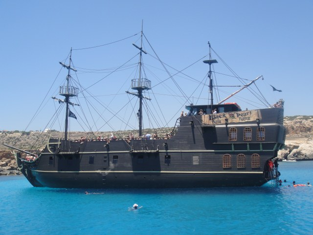 Rent Yacht Black Perl in Cyprus